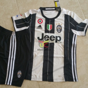 Uniforme Juventus local
